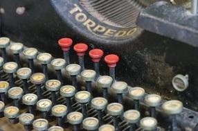 typewriter-2749503_640