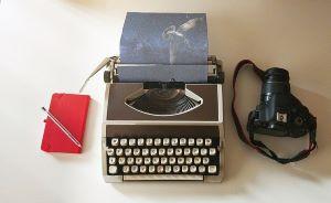 journalist typewriter-2794560_640