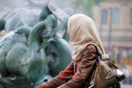 Muslim woman -371747_640