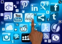 social media help finger-1002577_640